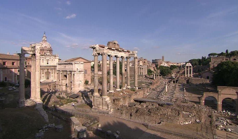 .Panorámica del foro de Vespasiano, con los restos del Templo de la Paz en el margen derecho de la imagen.