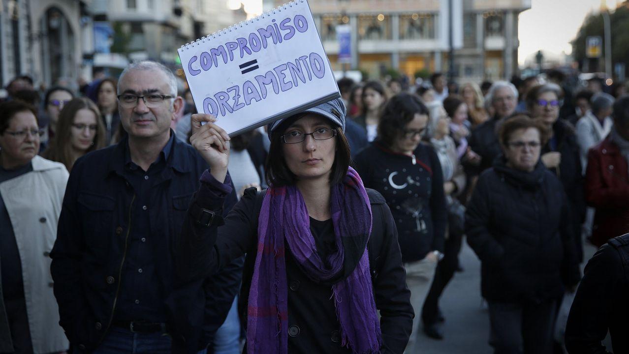 UDC.Sánchez Salorio, con Francisco Vázquez (a su derecha) y el editor Conde-Corbal, este miércoles en A Coruña
