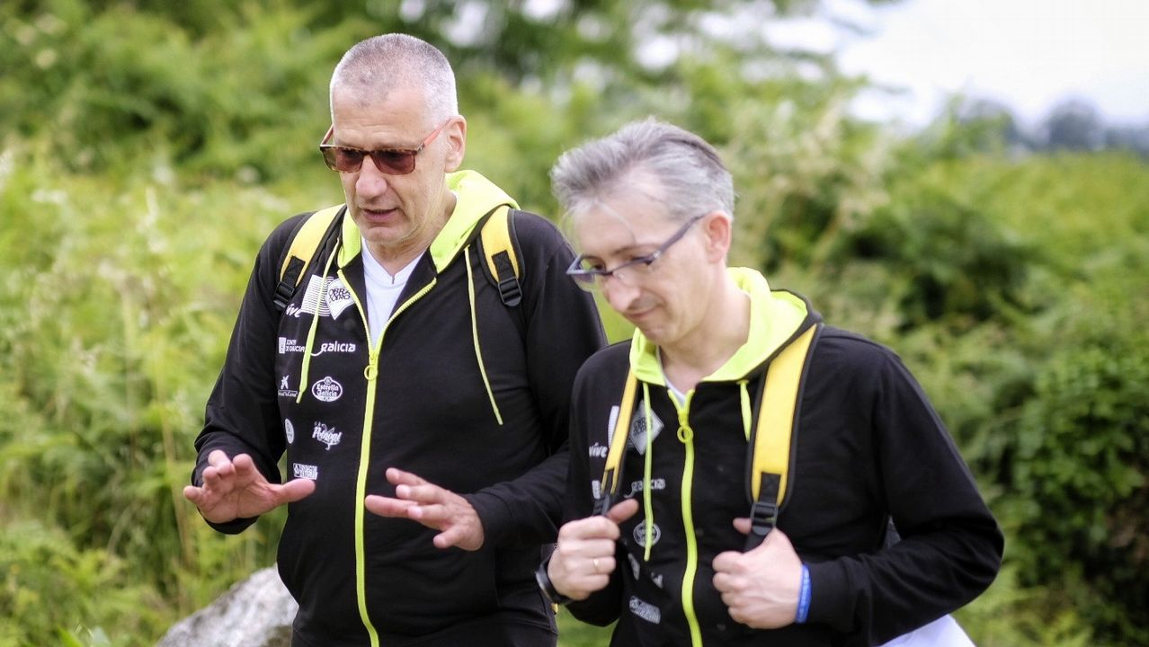 Petrovic y Pepe Pozas en el Camino de Santiago a su paso por Valga
