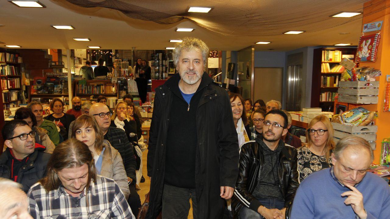 Encontro de Manuel Rivas cos estudantes de Bande no ÍES Aquis Querquernis.Manuel Rivas presentará o seu poemario en Dublín este xoves día 14