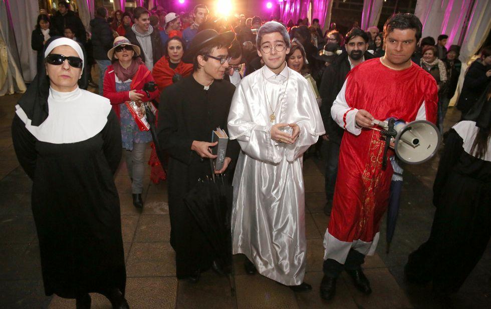 El Aula de Teatro de Carballo invitó al papa Francisco a oficiar el Enterro da Sardiña.