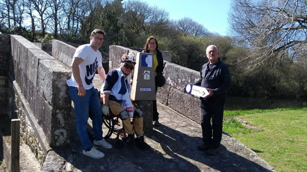 Participantes en la ruta del Camino Inglés entre Finchale y Durham, en el Reino Unido.