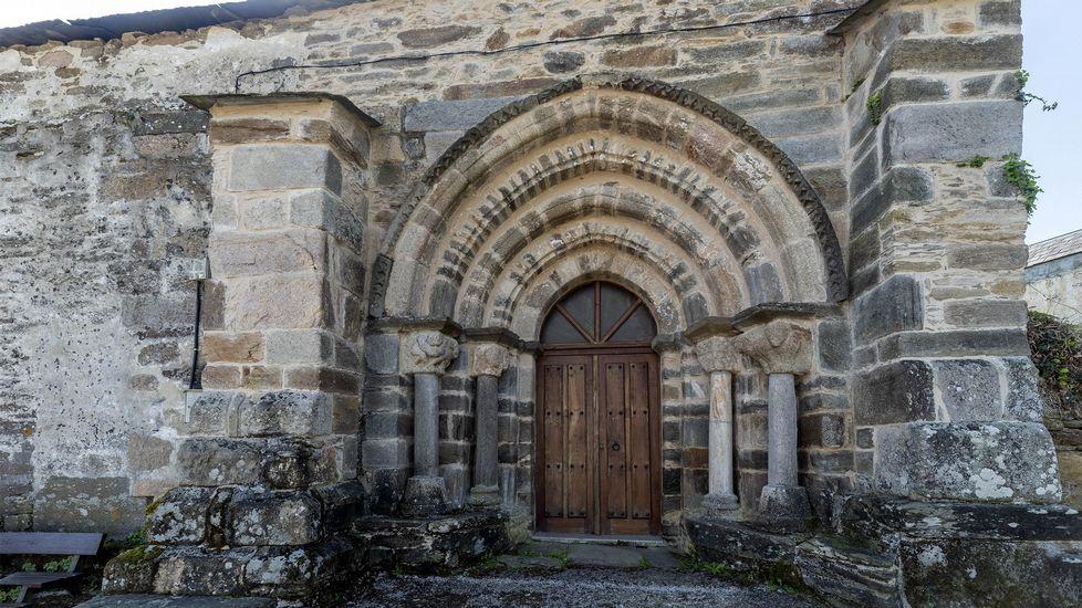 Portada románica en la iglesia de San Pedro de Valverde