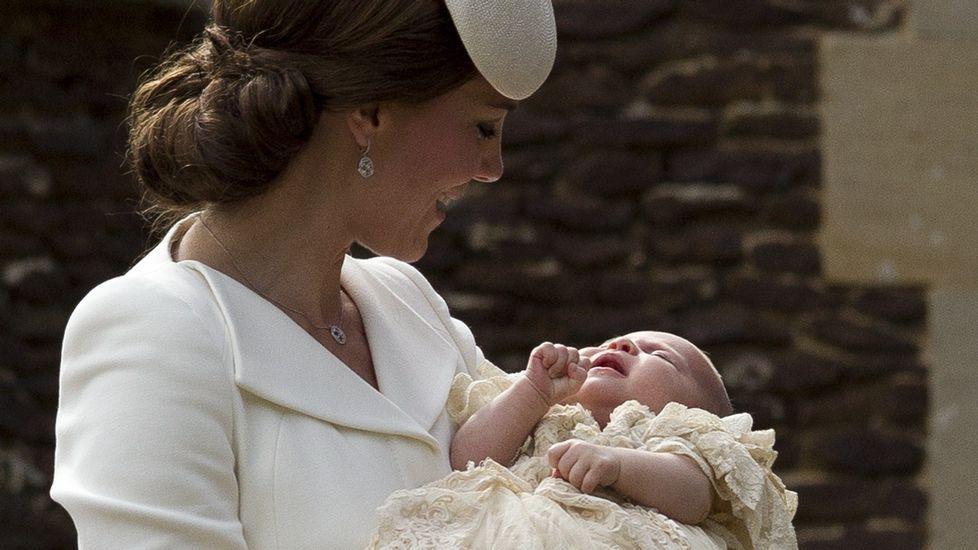 La princesa Carlota ha sido bautizada en la misma capilla en la que fue bautizada en 1961 su abuela materna, Diana Spencer