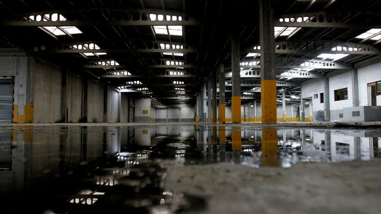 Nave abandonada de la antigua fábrica de cartón