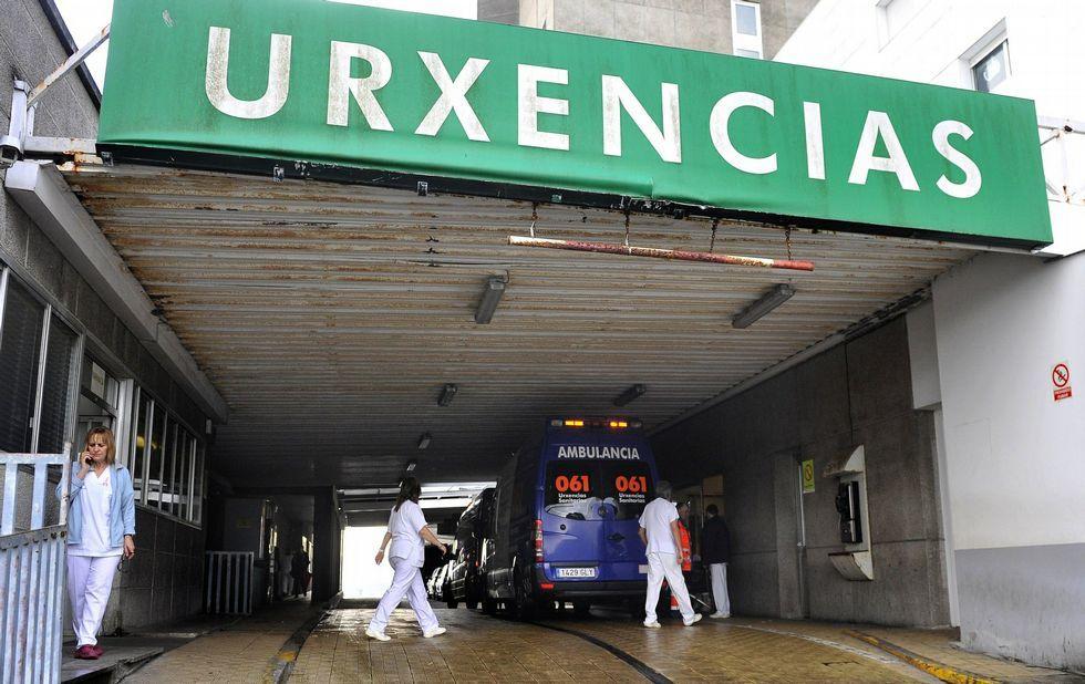 Entrada de Urgencias del hospital Arquitecto Marcide en una imagen de archivo.