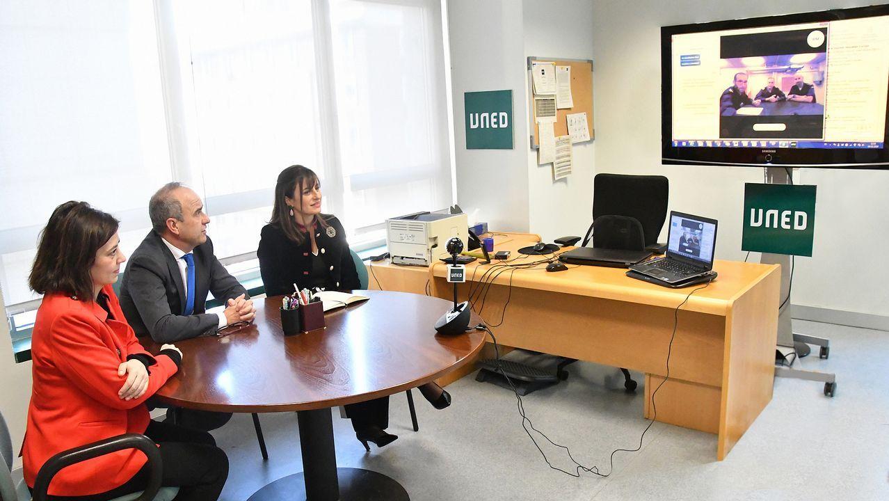 Videoconferencia antes de inciar las pruebas de la UNED