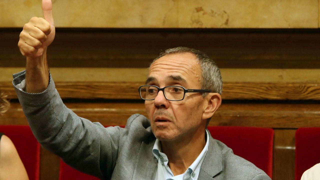 Ciudadanos, PP y PSC aplauden en pie a Coscubiela