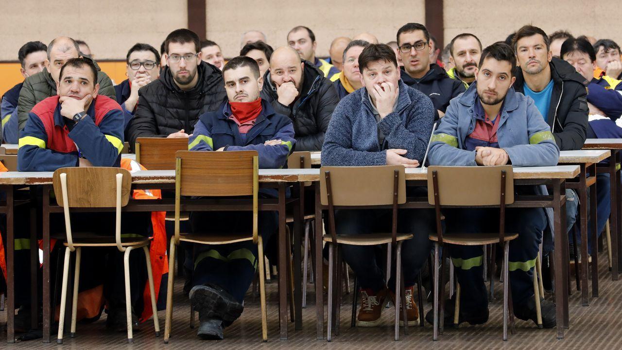 Asamblea de trabajadores de la fábrica de Alcoa en San Cibrao.Asamblea de trabajadores de la fábrica de Alcoa de San Cibrao, que se suman al a huelga del día 19