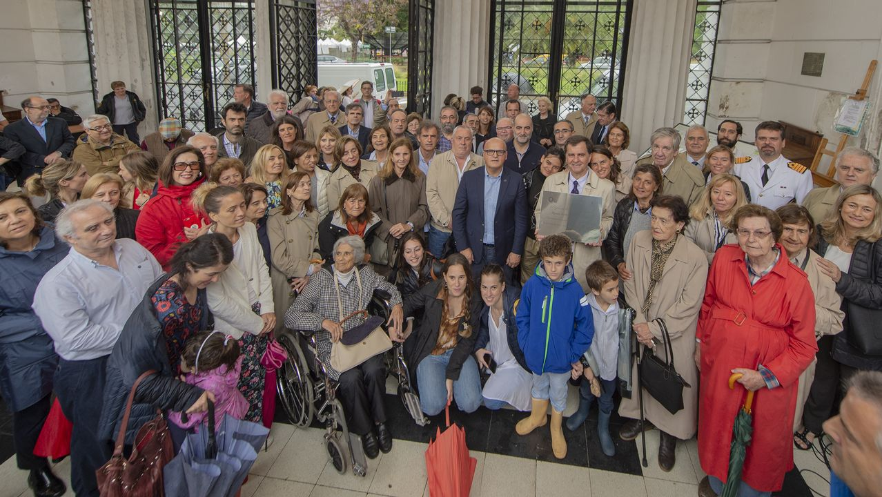 Los emigrantes recogen el premio Ourensanía.El Parador de Santo Estevo acogió la reunión hace unos años