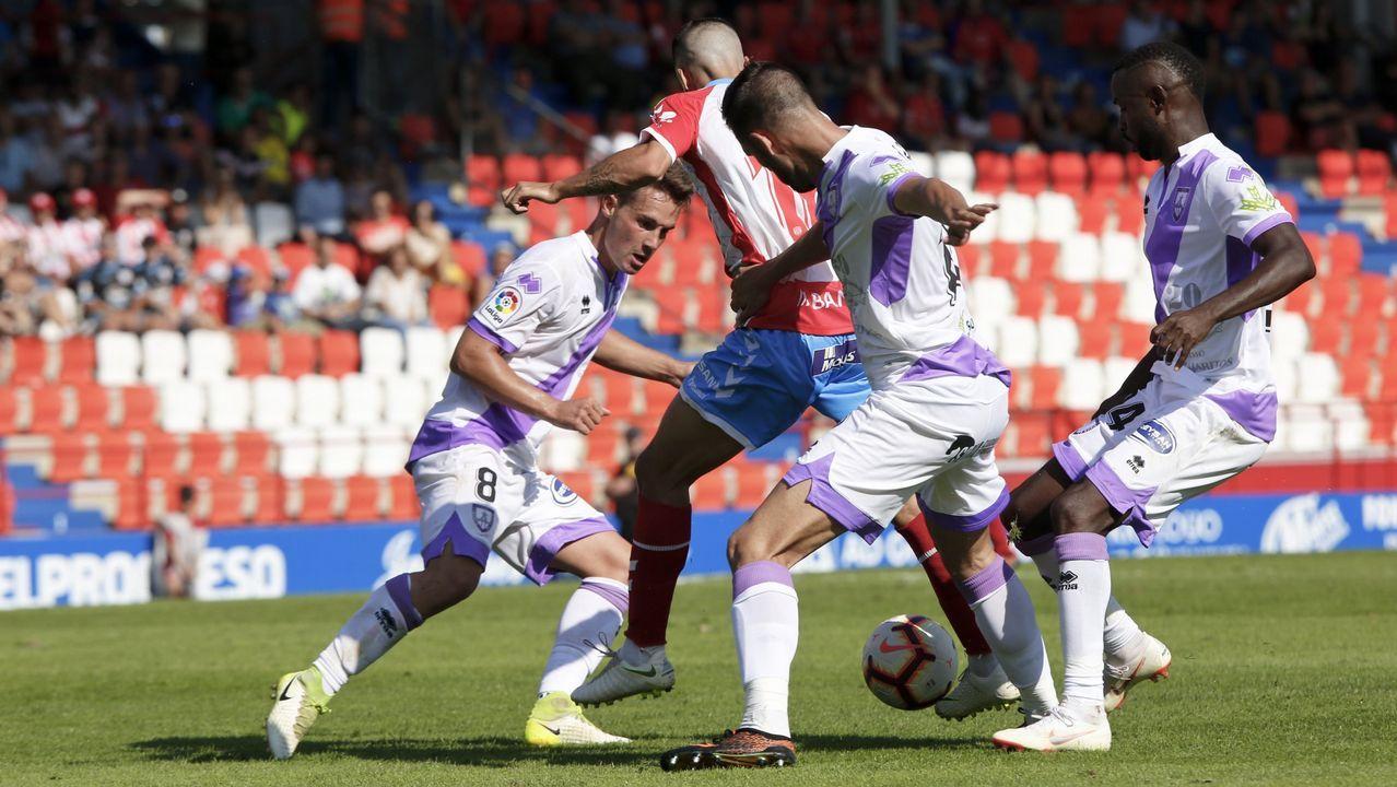 Gol Yoel Barcenas Linares Real Oviedo Reus Carlos Tartiere.Linares se lamenta tras el gol de Bárcenas
