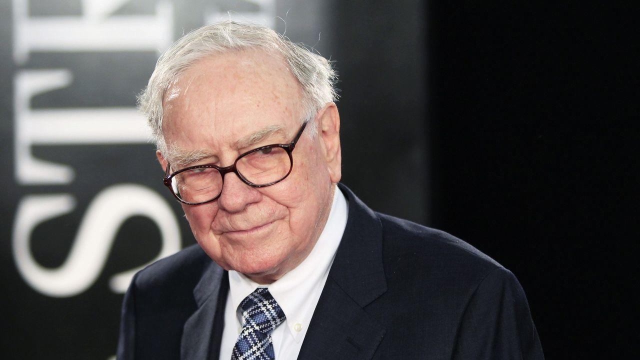 .WARREN BUFFET (BERKSHIRE HATHAWAY). Fortuna de 75.600 millones. El magnate financiero ha aportado a la filantropía el equivalente al 35 % de su fortuna; lo que se traduce en unos 21.500 millones de dólares.