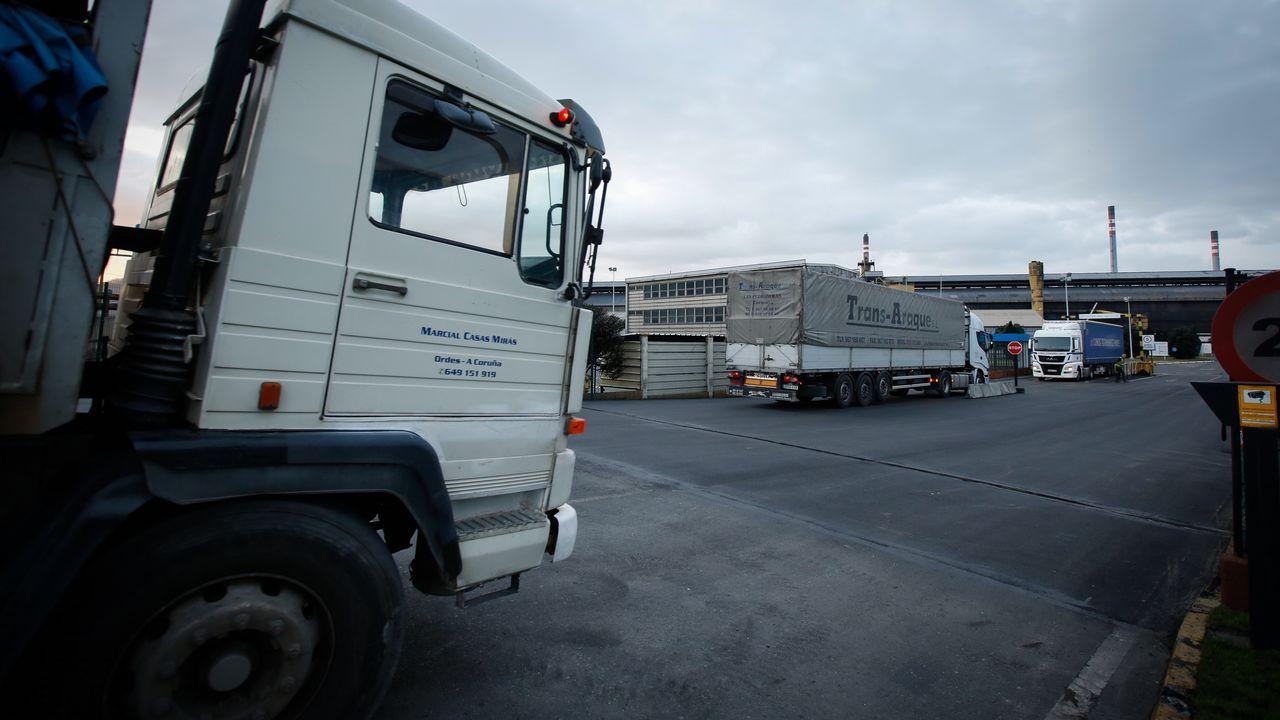 Boina de contaminación en Gijón.Vista de las instalaciones de la planta de Alcoa en Avilés cuyos trabajadores se reúnen en asamblea para votar el preacuerdo alcanzado entre los sindicatos y la empresa para mantener los empleos hasta el 30 de junio mientras que busca un comprador para las factorías