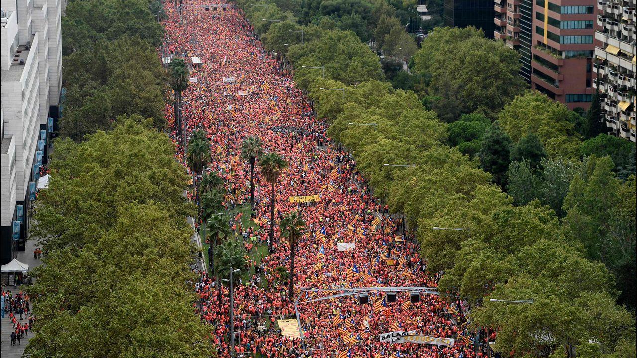 Comienzan los actos de la Diada con la ofrenda floral al monumento a Rafael Casanova.Celebración de la Diada en las calles de Barcelona