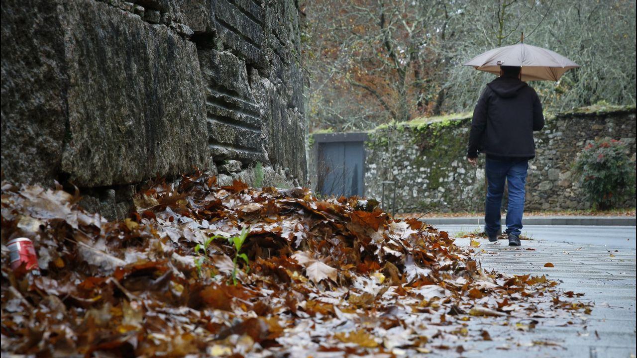 El curioso caso de la tormenta tropical Leslie.Una calle de Oviedo bajo la lluvia