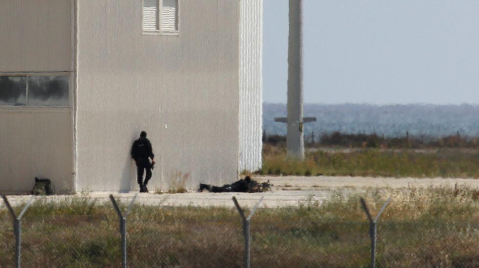 Francotiradores apostados por el secuestrador del avión.