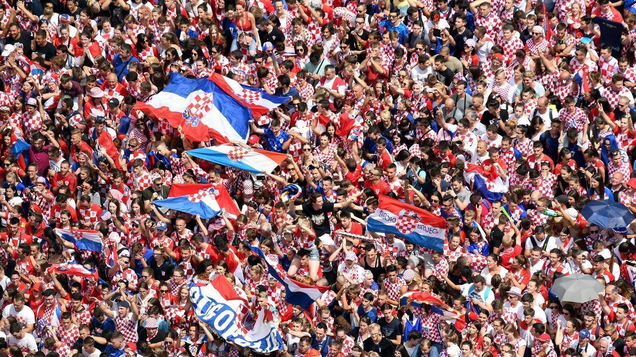 Miles de aficionados festejan el subcampeonato de Croacia en las calles de Zagreb, tras el Mundial de Rusia