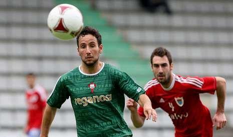 Iago Iglesias hizo el sexto gol del Racing en este partido tras una falta al borde del área en la que el herculino coló el balón por la escuadra de la portería de los de Carballo.