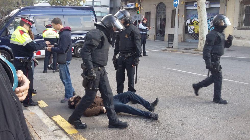 Cortes de carreteras y líneas férreas por los piquetes en la jornada de huelga en Cataluña.