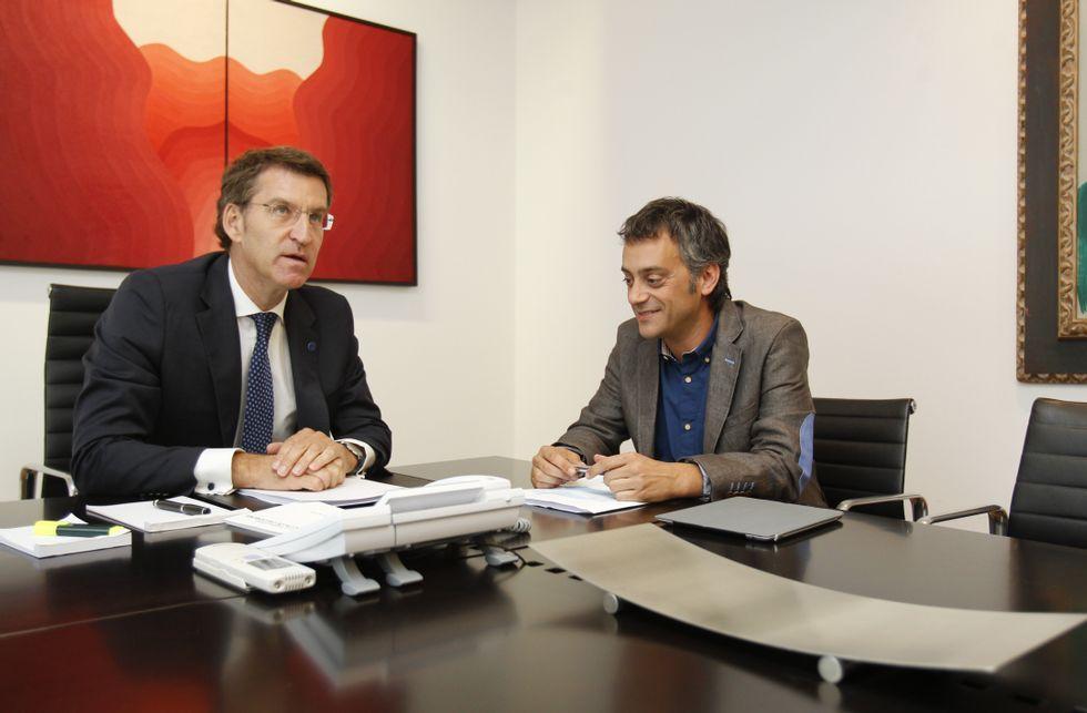 La recuperación económica como baza.Alberto Núñez Feijoo y Xulio Ferreiro al comienzo de su encuentro en San Caetano.