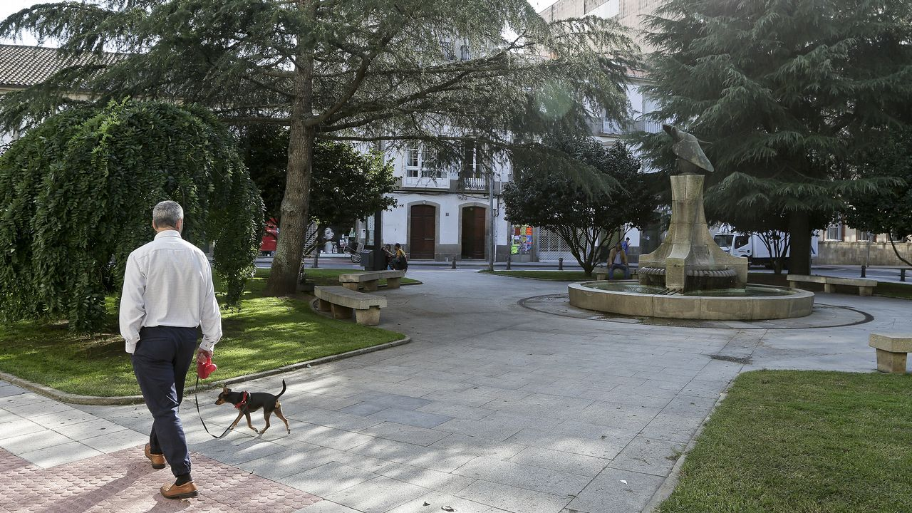 Reunión del AMPA del colegio de Roxos (Santiago) sobre el posible desdoble de una clase.