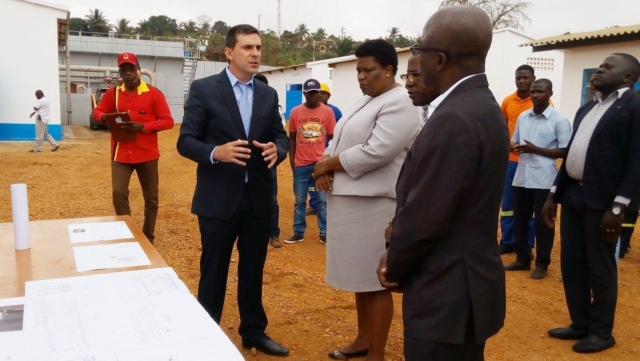 .José María Negreira, durante la inauguración de una planta de potabilización de Espina & Delfín en Angola