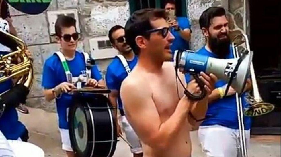 La juerga de Iker Casillas en las fiestas de su pueblo.