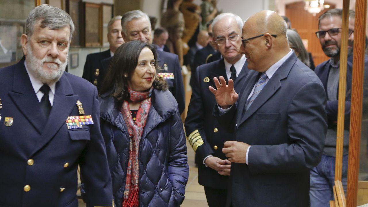 Entrega del BAM Furor a la Armada en Ferrol.Trabajadores de Alcoa concentrados en la plaza de España de la Avilés, para pedir la intervención del Estado en las fábricas de Alcoa local y de A Coruña