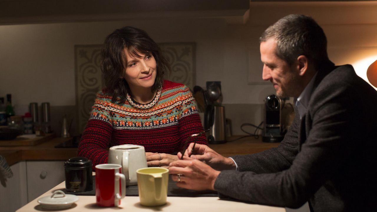 La película se apoya sobre diálogos inteligentes y la química entre sus protagonistas