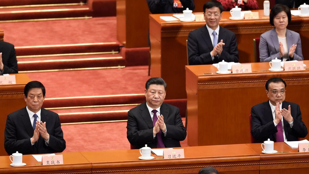 El presidente Xi Jinping, en el centro de la imagen, aplaude durante una de las intervenciones en la Conferencia Consultiva Política del Pueblo Chino