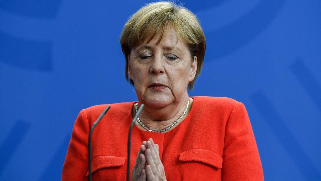 Visita de Angela Merkel a España para reunirse con Pedro Sánchez.Putin entrega un balón a Trumo en lo que parece la recreación de la famosa escena de «El gran dictador»