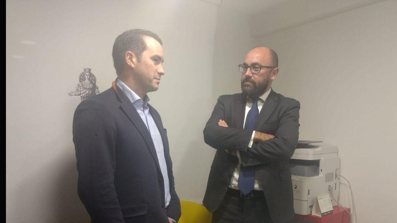 Residencia de Felechosa.El portavoz de OCAN, José Ángel Gayol y el abogado Alberto Suárez