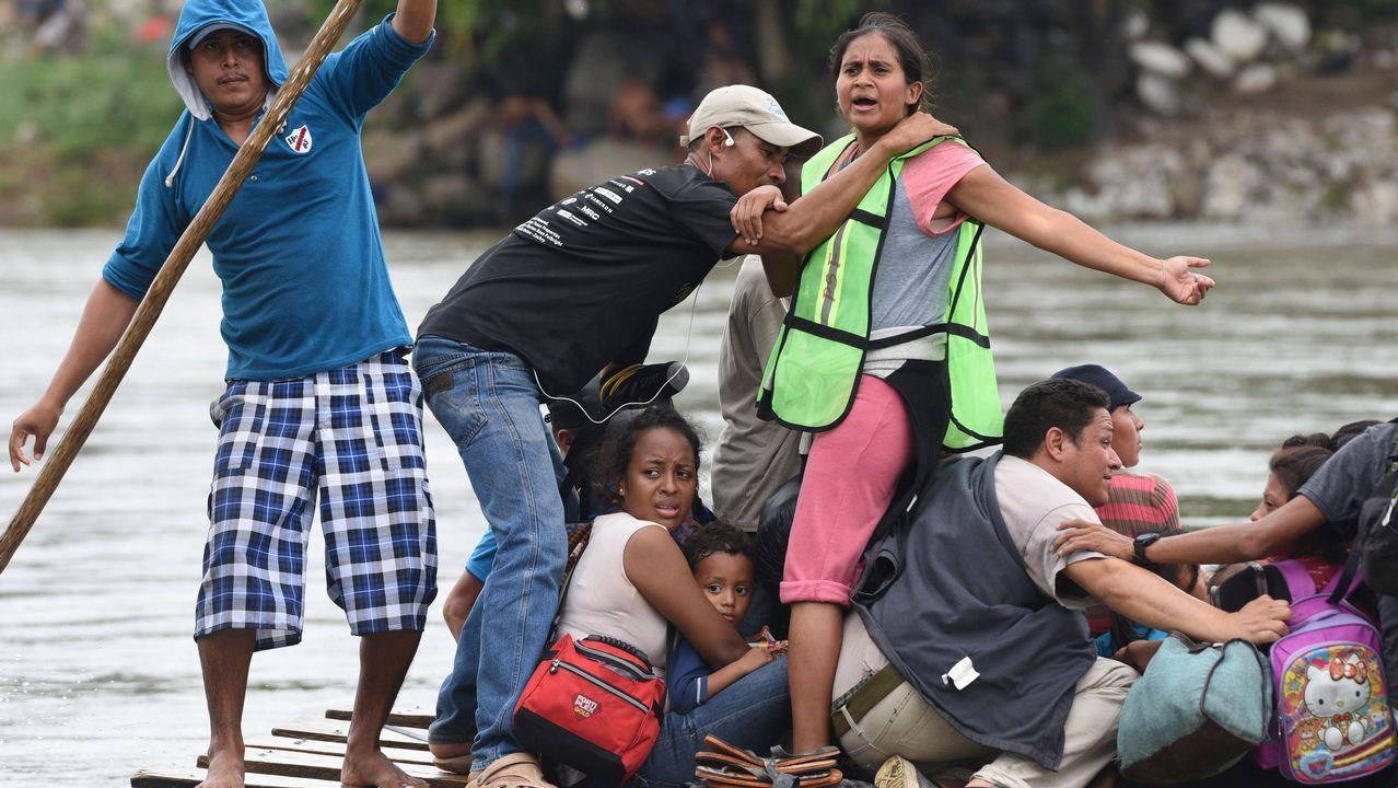 La caravana de inmigrantes hondureños llega a México.Bárcenas se lleva un balón ante Oier
