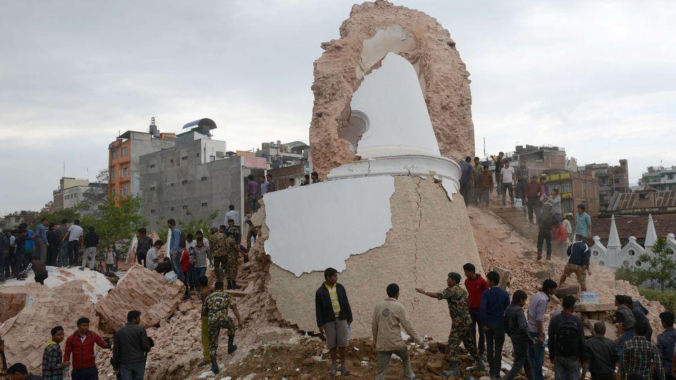 El seísmo ha destruido por completo el Dharahara o Torre Bhimsen, un emblemático monumento de Katmandú erigido en el siglo XIX y reconocido por su importancia arquitectónica por la Unesco