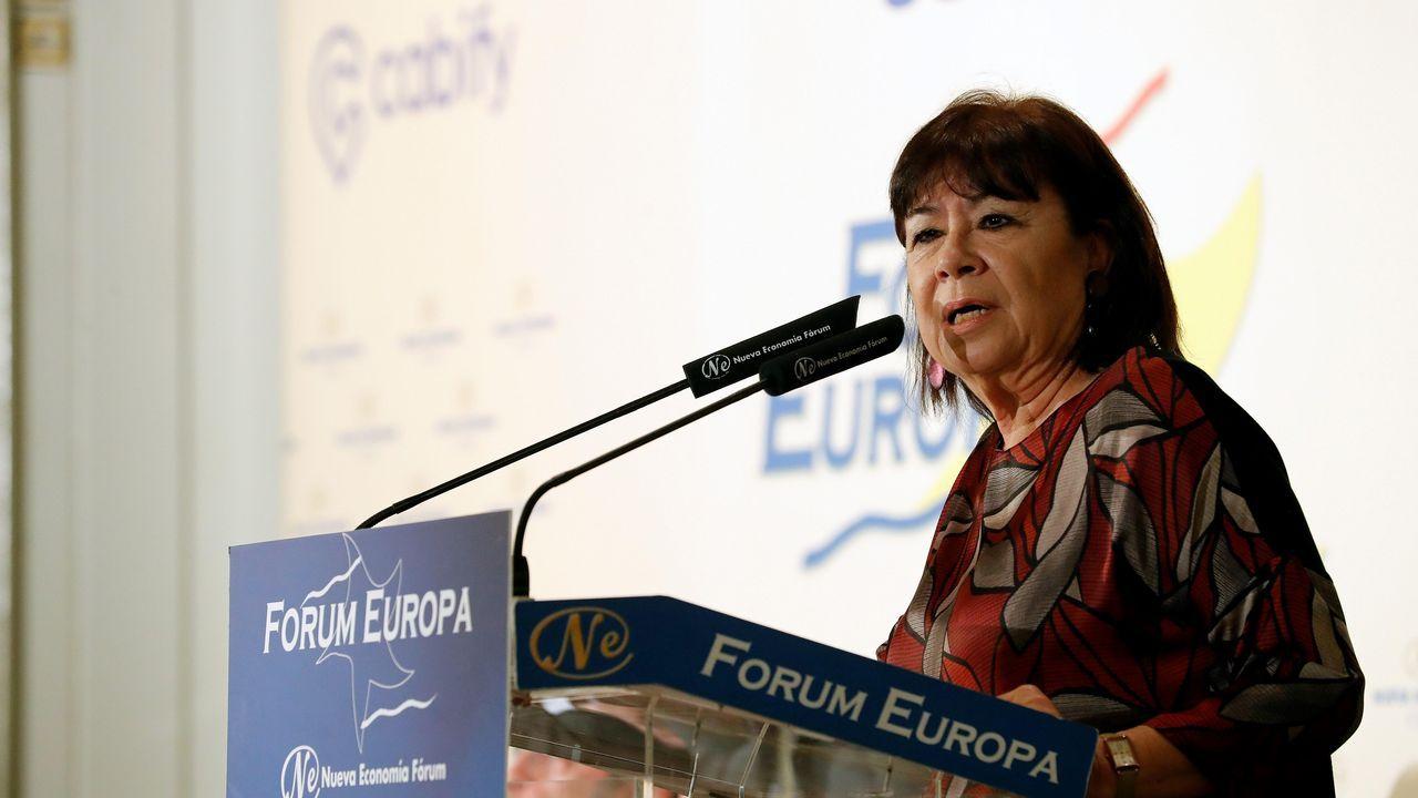 | EFE.Paseo por la muralla de Gonzalo Caballero con Cristina Narbona y la candidata del Lugo al congreso Ana Prieto y la alcaldesa, Lara Méndez