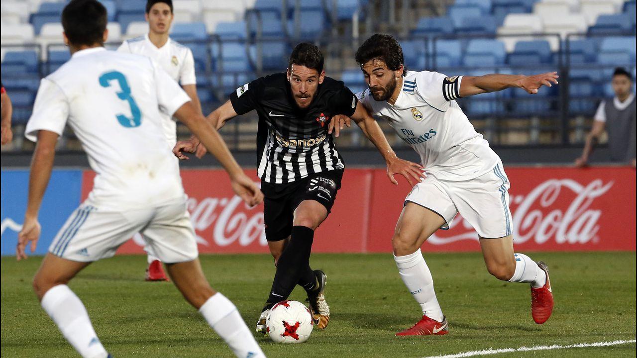 El equipo juvenil del Racing de Ferrol celebra el ascenso a División de Honor