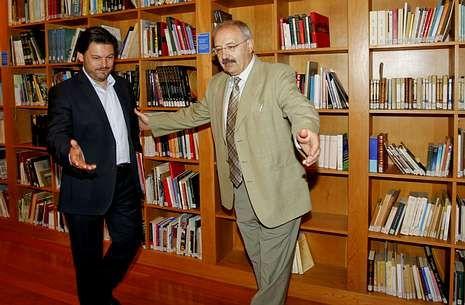 Rodríguez Miranda y Villares (derecha) firmaron el convenio para el plan director.