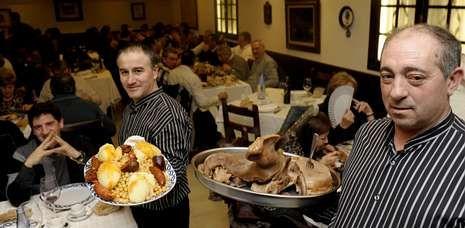 La Feira do Cocido congregó, según las cuentas del Concello, a cerca de sesenta mil personas procedentes de toda Galicia.