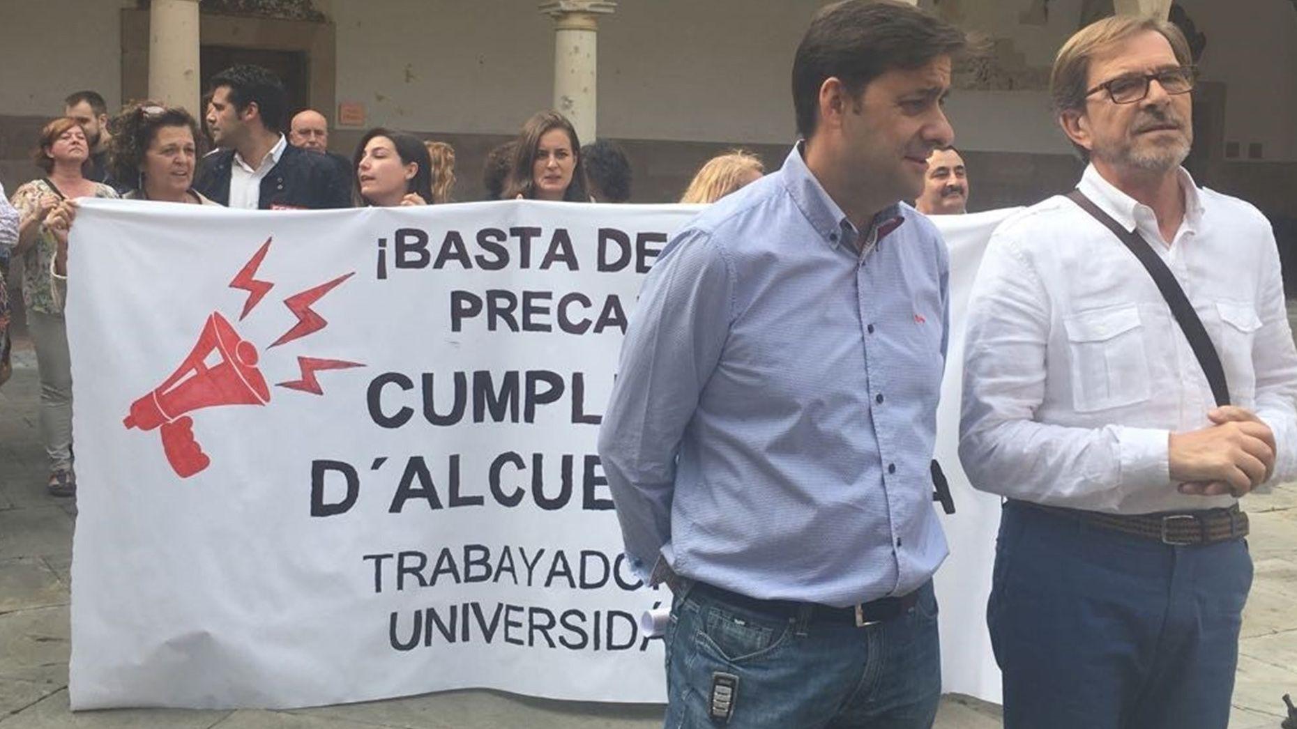 Estudiantes de Oviedo se manifiestan contra el machismo en las aulas.Concentración de los PAS en Oviedo