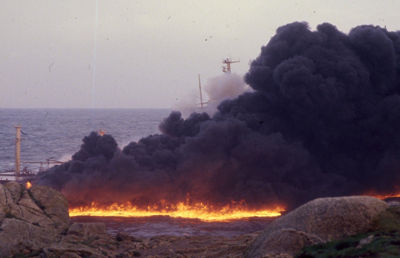 Sigue la búsqueda de Yulen en Totalán.El Mar Egeo embarrancó en A Coruña el 3 de diciembre de 1992