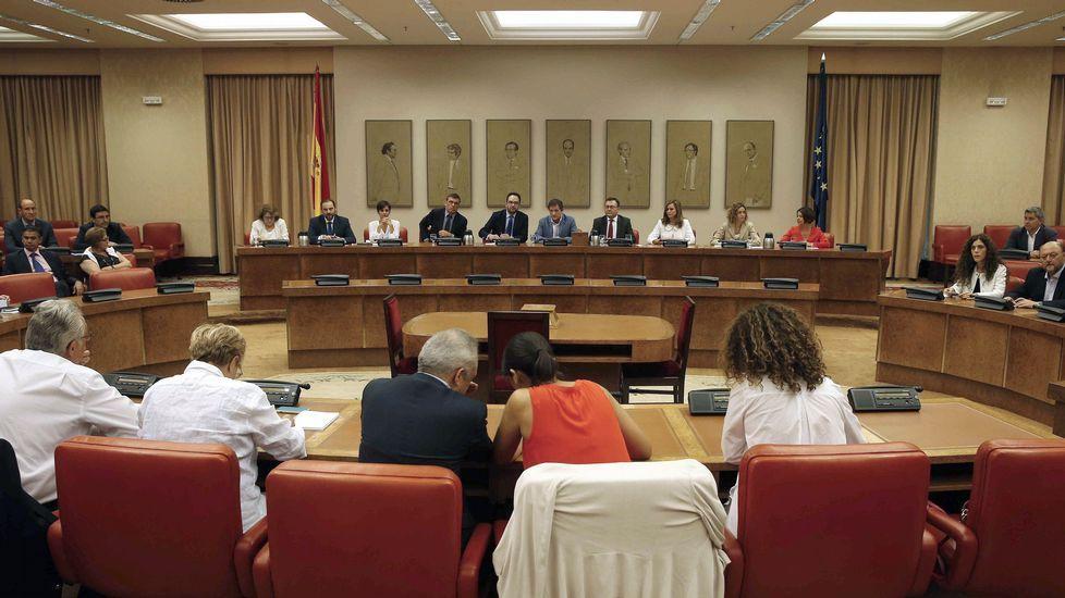 Adriana Lastra y Ricardo Fernández se someten a las preguntas de la militancia en la AMSO.El presidente de Castilla-La Mancha, Emiliano García-Page.