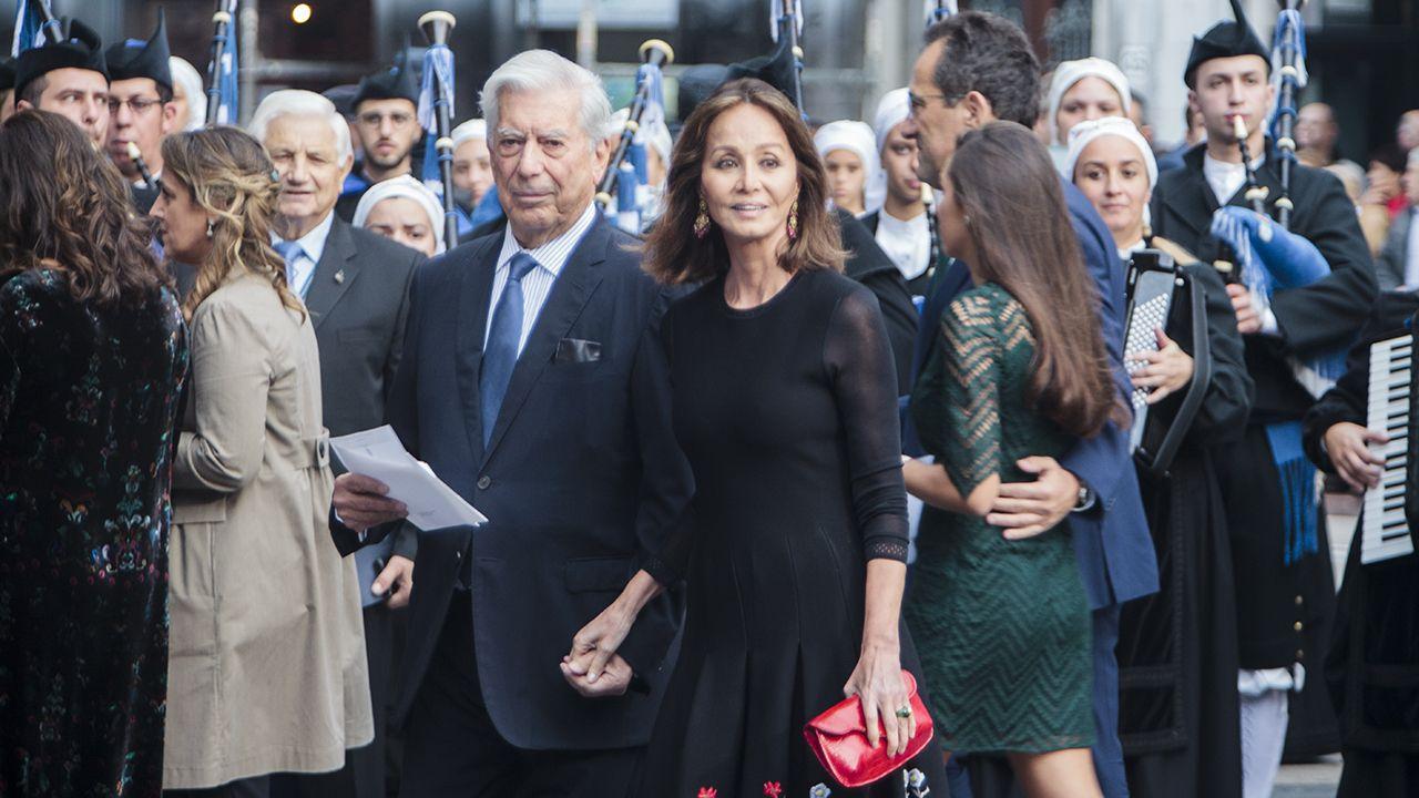 Isabel Preysler y Mario Vargas Llosa llegan al teatro Campoamor