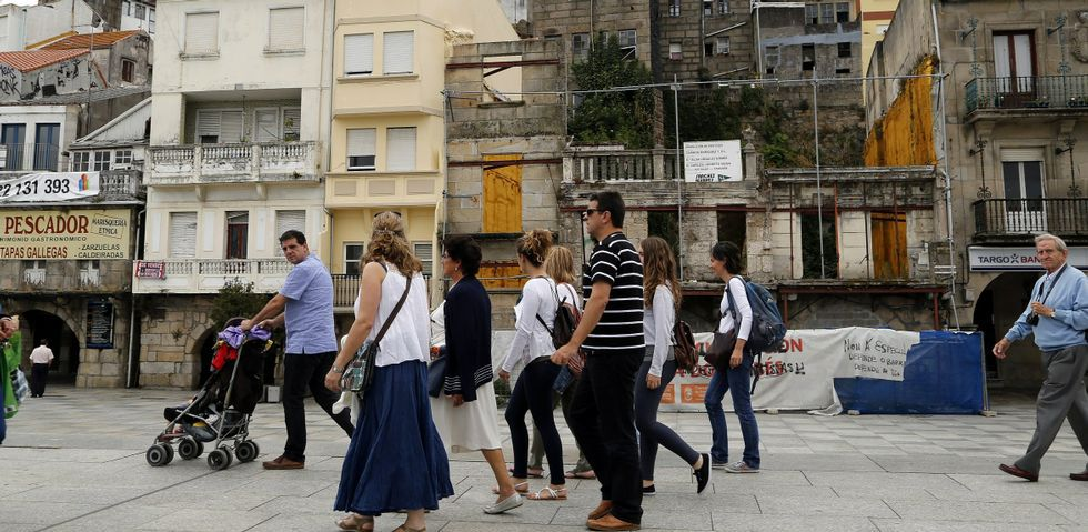 Los propietarios de los negocios de la plaza de O Berbés sucumben al abandono y siguen echando el cerrojo ante la falta de solución