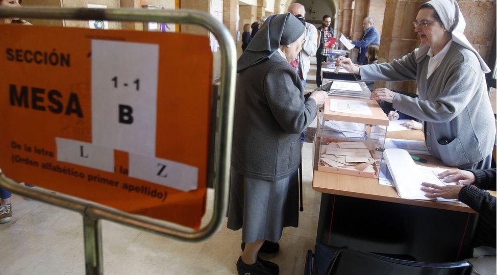 Homenaje a Melquiades Álvarez de El Club de los Viernes.Monjas de 'Les pelayes' votando en los pasados comicios municipales.