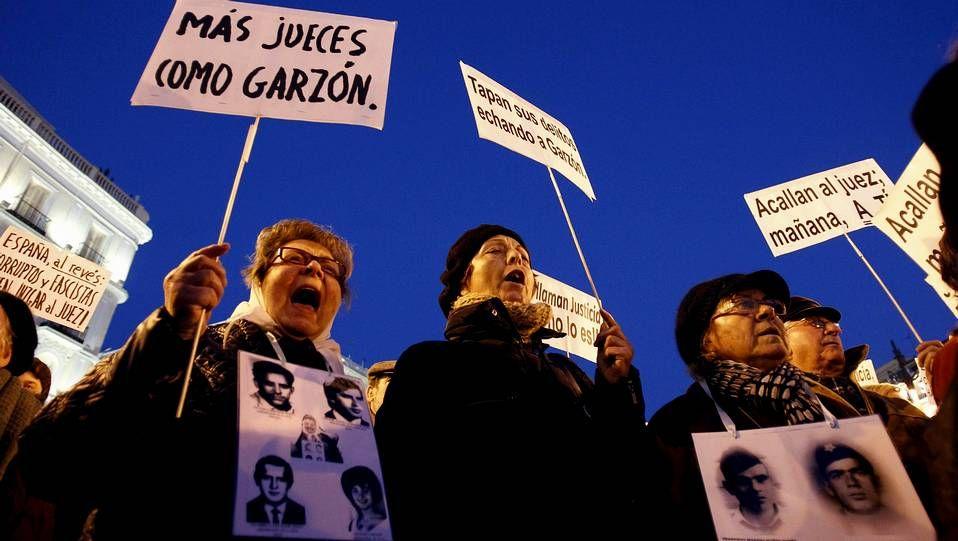 Protestas en el homenaje a Fraga