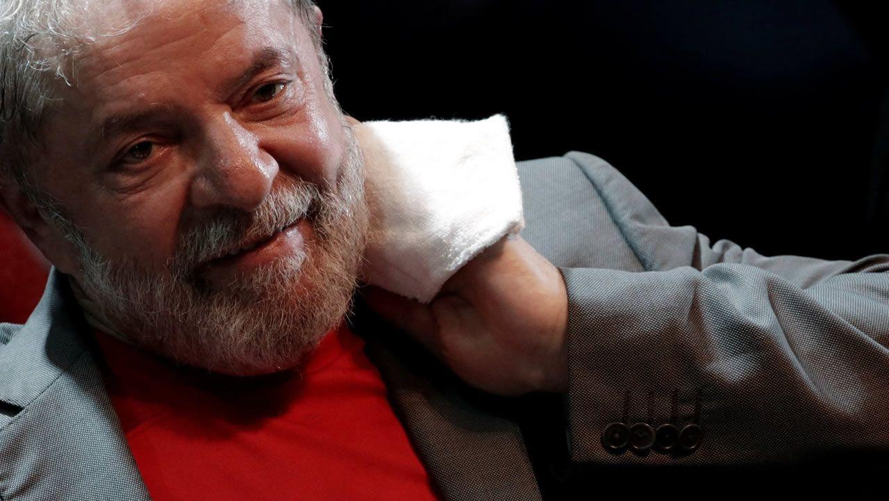 Lula pone fin a la resistencia y se entrega