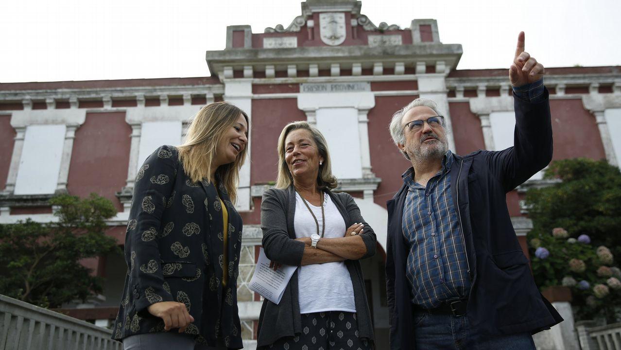 .LOS EDILES DEL PP LUCÍA CANABAL, ROSA GALLEGO Y ROBERTO COIRA DELANTE DE LA CARCEL
