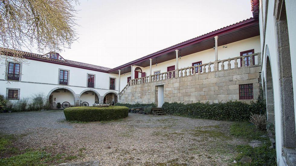 Todas las imágenes de la ruta en torno al pazo de Tor.La reunión se celebró en el Pazo de Feiras y estaban convocados alcaldes y concejales.