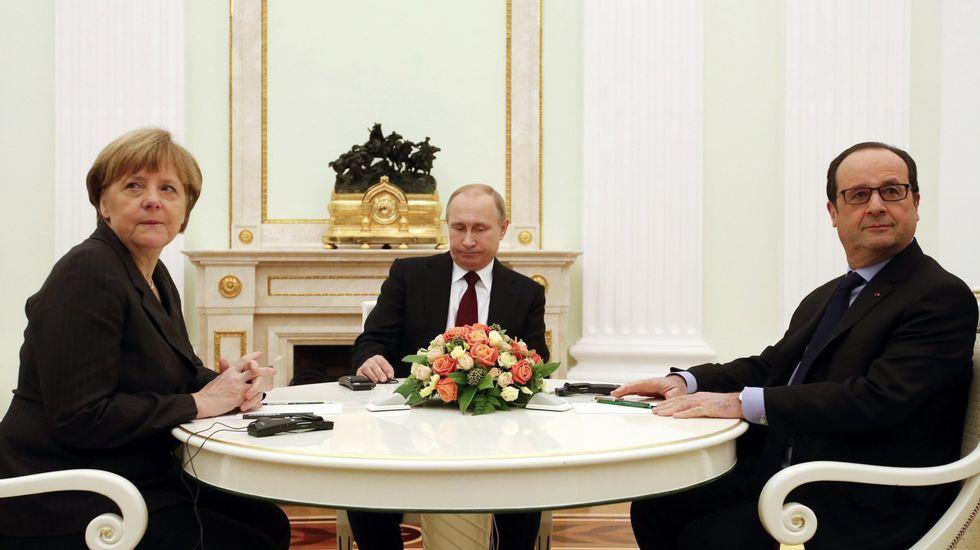 Obama: «Trump cambiará sus opiniones cuando escuche a sus asesores».Merkel, Putin y Hollande, durante un encuentro sobre Ucrania en febrero del 2015