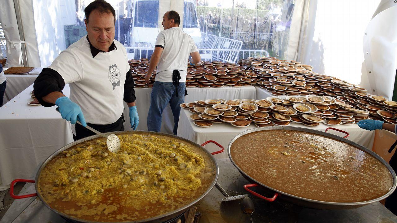 Degustación popular de arroz con berberechos  en Noia